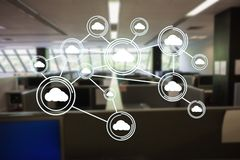 Image produite par Digital des icônes de calcul de nuage dans le bureau Photos stock
