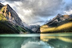 Sunrise at Lake Louise royalty free stock photos
