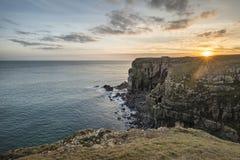 Image vibrante renversante de paysage des falaises autour du ` s Hea de St Govan Image libre de droits