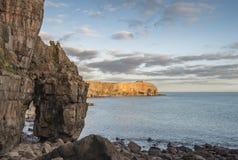 Image vibrante renversante de paysage des falaises autour du ` s Hea de St Govan Photo stock