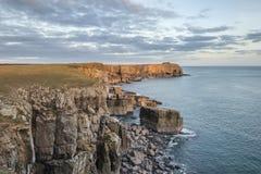 Image vibrante renversante de paysage des falaises autour du ` s Hea de St Govan Photos libres de droits