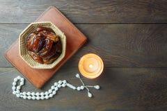 Imagem aérea da opinião de tampo da mesa da decoração Ramadan Kareem Fotografia de Stock