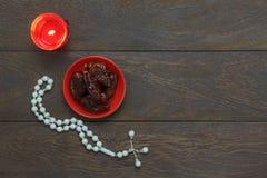 Imagem aérea da opinião de tampo da mesa do fundo do feriado de Ramadan Kareem das decorações Fotos de Stock