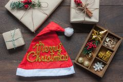 Imagem aérea da opinião de tampo da mesa dos ornamento & o Feliz Natal das decorações & ano novo feliz Foto de Stock