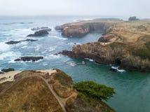 Imagem aérea do litoral bonito em Califórnia do norte fotos de stock