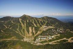 Imagem aérea do Mt Estância de esqui alpina de Washington, BC, Canadá foto de stock royalty free