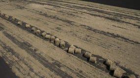 Imagem aérea dos monte de feno no campo foto de stock royalty free
