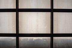Imagem abstrata da vista inferior do telhado translúcido imagem de stock