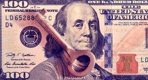 Imagem abstrata de uma chave em uma nota de dólar como um símbolo do financia foto de stock