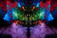 Imagem abstrata do fumo de cores diferentes sob a forma do horro foto de stock