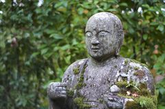 Imagem ascendente próxima da estátua bonita da Buda no templo de Eikando em Kyoto foto de stock royalty free