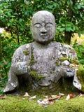 Imagem ascendente pr?xima da est?tua bonita da Buda no templo de Eikando em Kyoto fotos de stock