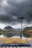 Imagem bonita da paisagem de Autumn Fall do lago Buttermere no lago Foto de Stock Royalty Free