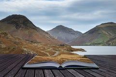 Imagem bonita da paisagem do por do sol da água e das montanhas de Wast dentro Imagens de Stock Royalty Free