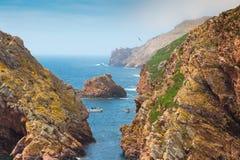 Imagem bonita entre a rocha ao oceano, Berlengas, Portugal Foto de Stock Royalty Free