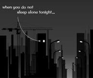 Imagem branca e preta da cidade na noite, a luz na janela insomnia Foto de Stock Royalty Free