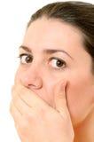 A imagem brilhante da mulher bonita com cede a boca Fotografia de Stock