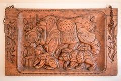 Imagem cinzelada na madeira com ursos Imagens de Stock Royalty Free