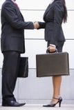 Imagem colhida da reunião de negócio fora do escritório fotografia de stock