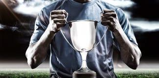 Imagem composta 3D da seção meados de do desportista que guarda o troféu Foto de Stock