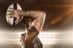 Imagem composta da bola de jogo do jogador do rugby Fotografia de Stock