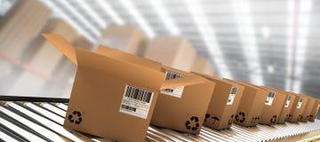 Imagem composta da fileira de caixas marrons na correia transportadora Fotos de Stock Royalty Free