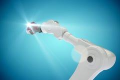 Imagem composta da imagem colhida da engrenagem robótico 3d da terra arrendada de braço Imagens de Stock