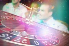 Imagem composta da imagem 3d da bola na roda de roleta de madeira Imagens de Stock Royalty Free
