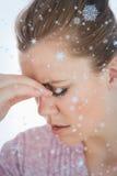 Imagem composta da jovem mulher que sofre da dor de cabeça Imagens de Stock