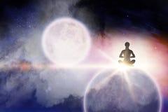 Imagem composta da meditação praticando fêmea ilustração do vetor