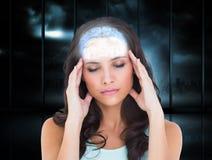 Imagem composta da morena bonita com uma dor de cabeça Imagem de Stock