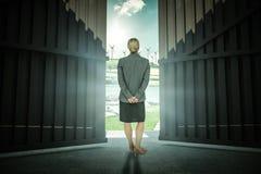 Imagem composta da mulher de negócios que está com mãos atrás de 3d traseiro Imagem de Stock