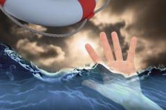 Imagem composta da mulher que mostra lhe a mão 3d Imagem de Stock Royalty Free