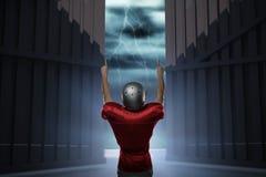 A imagem composta da opinião traseira o jogador de futebol americano com braços aumentou 3d Foto de Stock Royalty Free