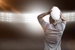 Imagem composta da vista traseira da bola de rugby de jogo 3D do desportista Imagens de Stock