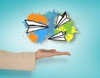 Imagem composta de aviões de papel fêmeas de apresentação da mão Imagem de Stock Royalty Free
