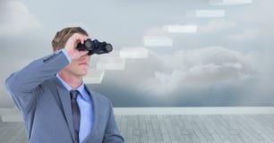 Imagem composta de Digitas do homem de negócios que usa binóculos contra etapas no céu Foto de Stock