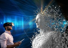 Imagem composta de Digitas do homem que usa a tabuleta digital e os vidros de VR pelo ser humano 3d Fotos de Stock Royalty Free