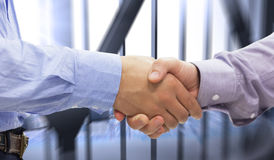 Imagem composta de dois homens que agitam as mãos Fotografia de Stock