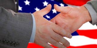 Imagem composta de dois povos que vão agitar suas mãos Imagem de Stock