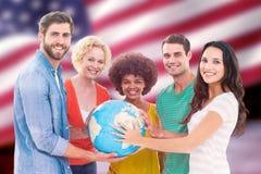 Imagem composta de executivos criativos novos com um globo Imagem de Stock