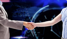 Imagem composta de um aperto de mão entre duas mulheres fotos de stock royalty free