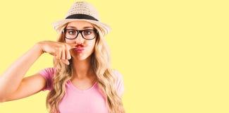 Imagem composta de um moderno bonito que tem um distinto bigode falsificado foto de stock