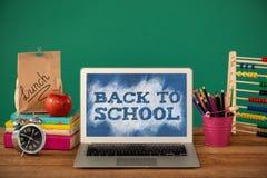 Imagem composta de volta ao texto de escola no respingo verde e azul Foto de Stock Royalty Free