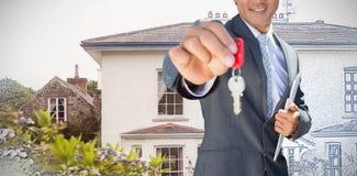 Imagem composta do agente imobiliário seguro que está na porta da rua que mostra a chave imagens de stock royalty free