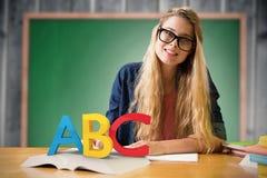 Imagem composta do estudante que estuda na biblioteca Imagens de Stock Royalty Free
