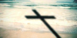 Imagem composta do fim acima da cruz 3d de madeira Fotos de Stock Royalty Free