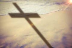 Imagem composta do fim acima da cruz 3d de madeira Imagem de Stock