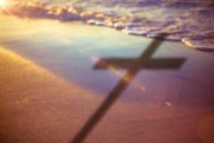 Imagem composta do fim acima da cruz 3d de madeira Fotos de Stock