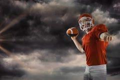 Imagem composta do futebol de jogo do jogador de futebol americano Imagem de Stock Royalty Free